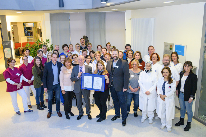 Das Team des St.-Antonius-Hospitals Kleve freut sich über die erfolgreiche Zertifizierung nach DIN EN ISO 9001/2015.