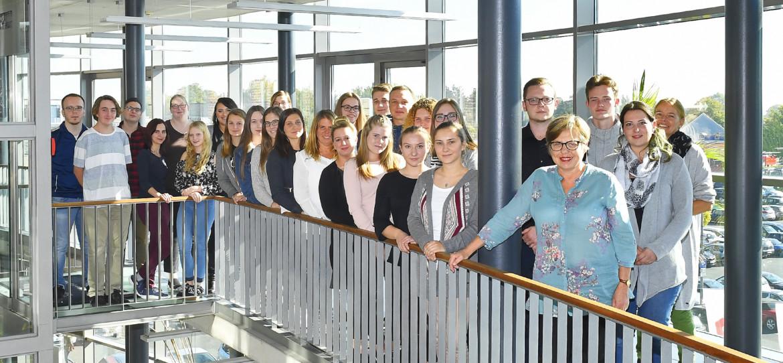Gruppenfoto der neuen Auszubildenden am Fachseminar für Altenpflege.