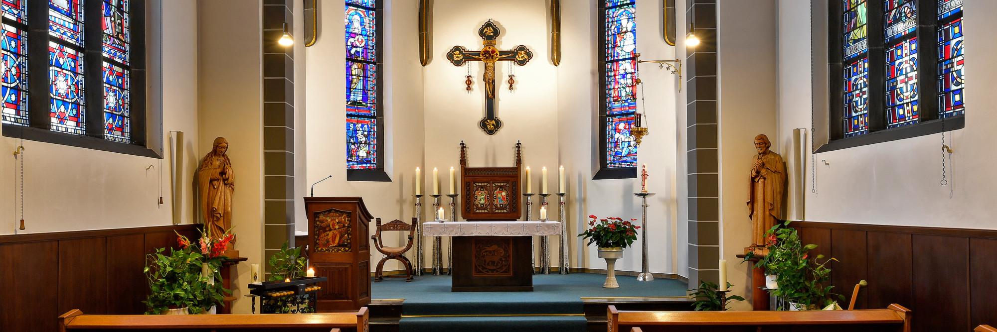 Blick auf den Altar der Kapelle im Marienhospital Kevelaer.