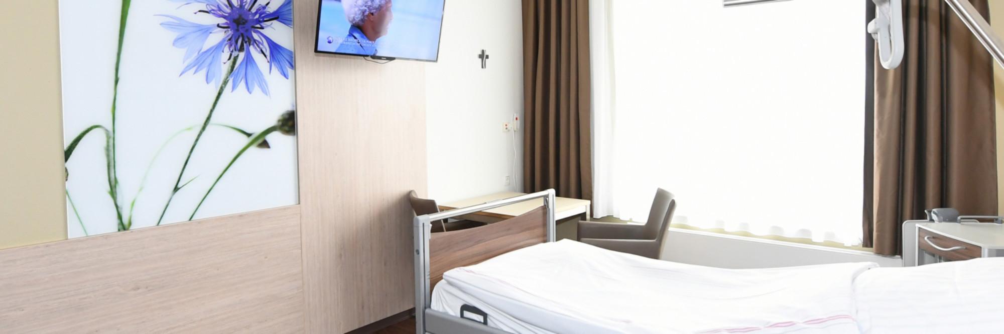Patientenzimmer im neuen Bettenhaus des St.-Antonius-Hospitals Kleve - sehr hell, freundlich und modern gestaltet.