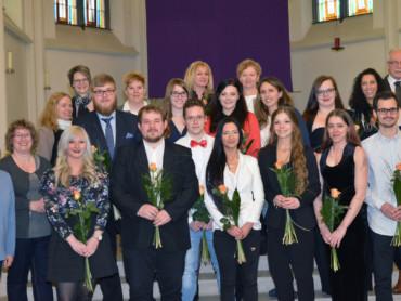 Abschlussfoto der Absolventen des Fachseminars für Altenpflege.