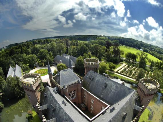 Luftbild des Museum Schloss Moyland in Kleve.
