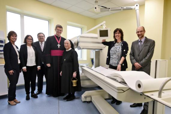 Gruppenfoto zur Eröffnung der neuen Räume des Instituts für Nuklearmedizin.