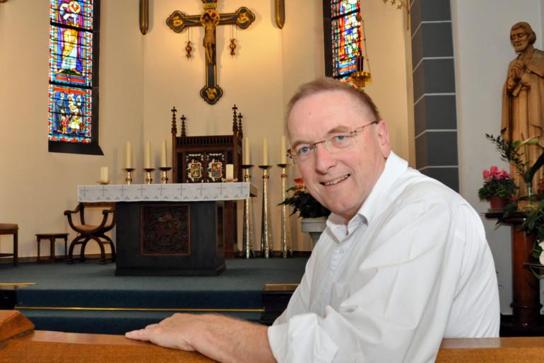 Peter Schneiders, Seelsorger des Marienhospitals Kevelaer, in der Kapelle des Krankenhauses.