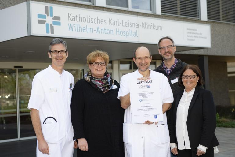 Onkologisches Zentrum am Wilhelm-Anton-Hospital: Das Team freut sich über die Zertifizierung.
