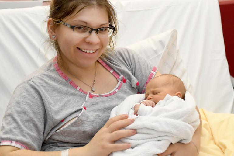 Das erste Baby im Jahr 2019: Lena Januszek mit Mutter Edyta Zubilwewicz.