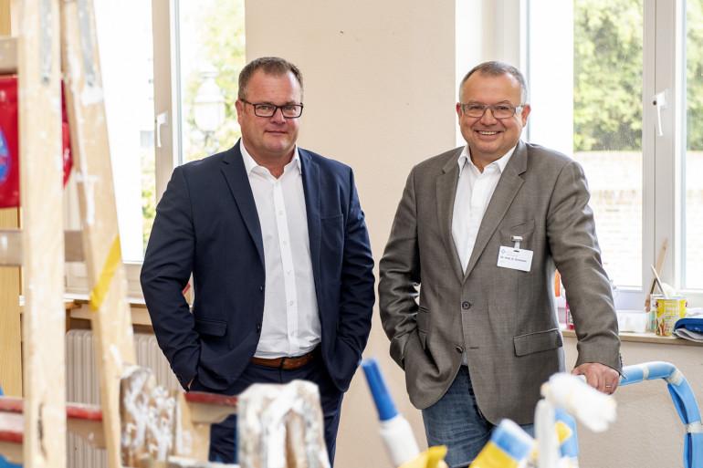 Alexander Noack und Dr. Gerd Gromann (v.l.) freuen sich über die verbesserte Versorgung.